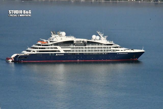 """Κρουαζιέρα κροίσων με το megayacht """"Le Bougainville"""" στο Ναύπλιο"""