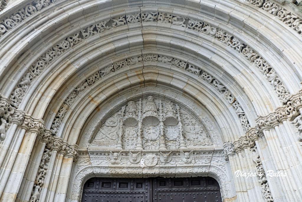 Detalle de la portada de la Catedral de Coria
