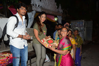Actress Sri reddy (apthatrust director) Distrubuted Blankets for Orphans at Sai Baba Temple  0029.JPG