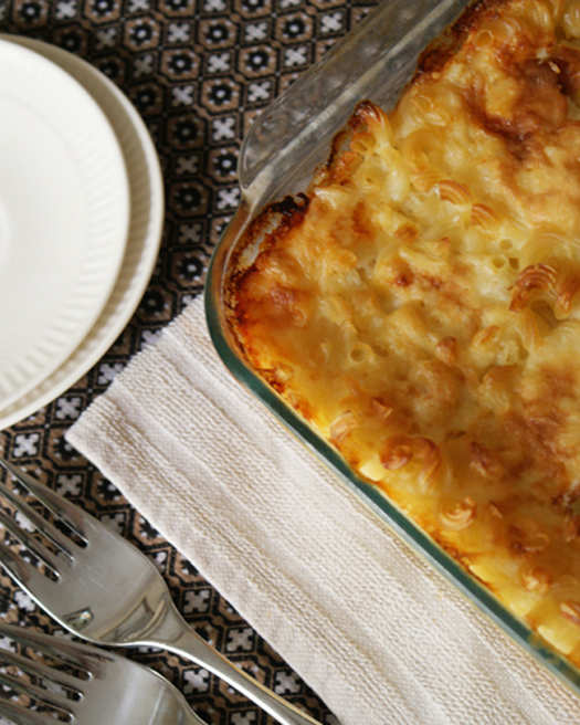 Momma's Baked Macaroni and Cheese | thetwobiteclub.com