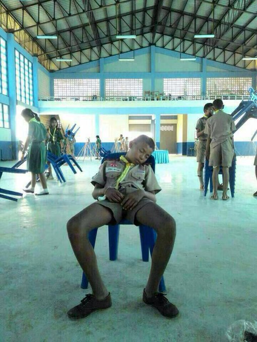 Foto-foto Anak Pramuka Thailand Ketiduran ini Bakal Bikin Kamu Ketawa Sendiri