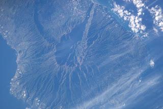 Ilhas Canárias: vulcão na costa da África capaz de gerar tsunami e atingir a Paraíba entra em alerta de erupção