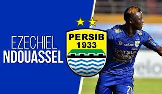 Disanksi PSSI, Ezechiel N'Douassel Bela Persib Bandung Lawan Sriwijaya FC
