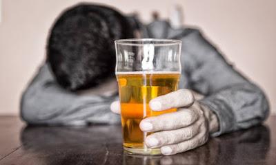 اثار الكحول فى نظام الكيتو على الجسد