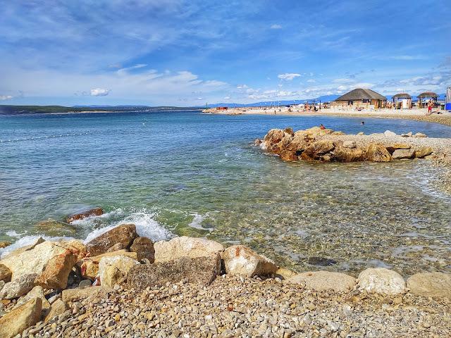 zatoki do pływania w Crikenicy, widok na plażę, morze