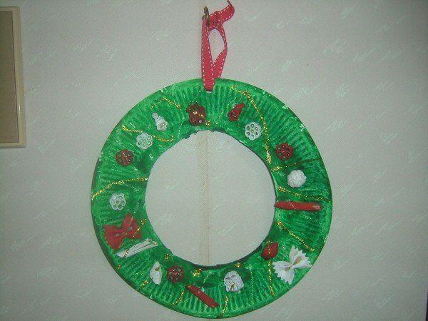 corona de navidad  hecha de plato