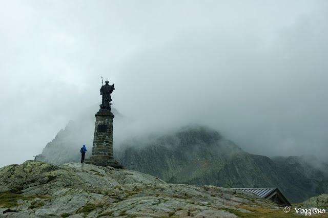 Colle del Gran San Bernardo e la statua