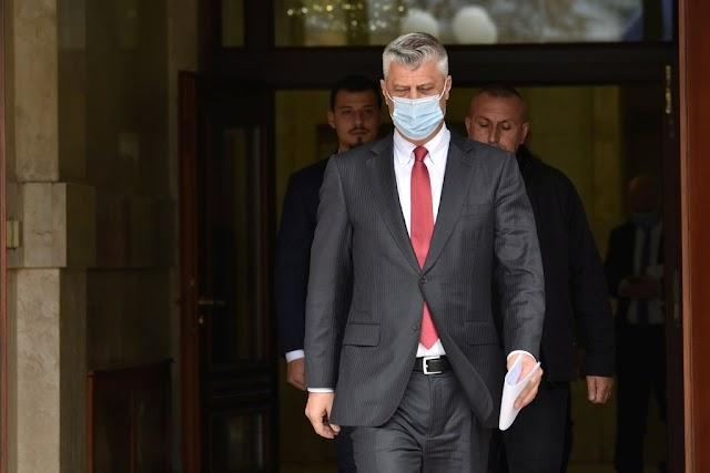 Tagadta bűnösségét a Hágába érkezett Hashim Thaci volt koszovói elnök