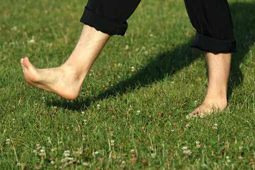 Đau dưới lòng bàn chân: Nguyên nhân và cách điều trị
