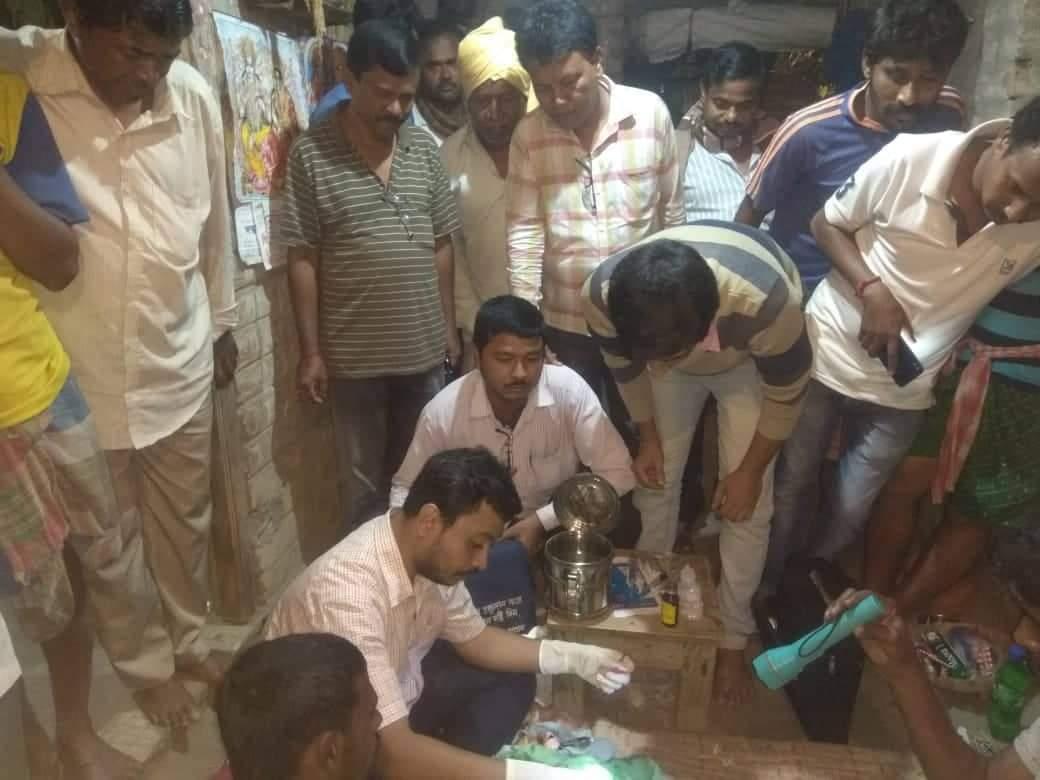 কারও মৃত্যুর খবর পেলে ছুটে যান রিয়েল হিরো 'নয়নমনি' প্রশান্ত 5