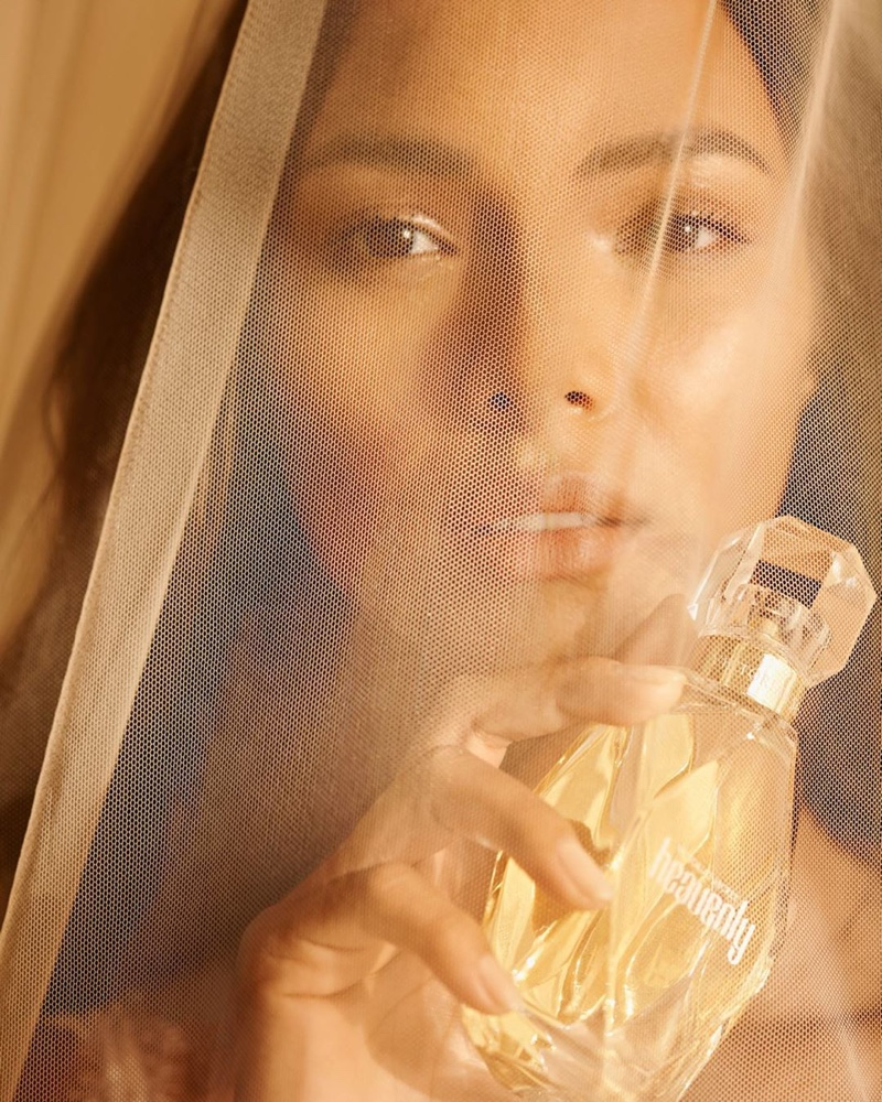 Lais Ribeiro gets her closeup in Victoria's Secret Heavenly fragrance campaign