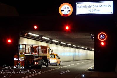 20:15 Uhr - Der Tunnel ist geschlossen und die letzten Fahrzeuge haben ihn verlassen. Die Unterhaltsfahrzeuge können nun einfahren