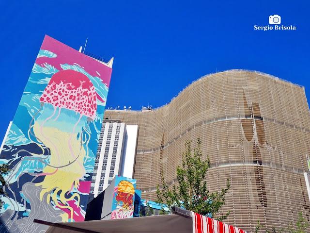 Fotocomposição mostrando parte da intervenção artística Aquário Urbano e o famoso Edifício Copan - República - São Paulo