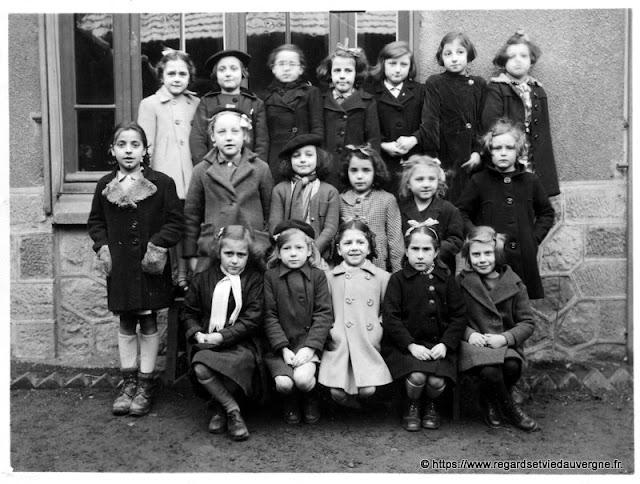 photo de groupe de filles à l'école 20 octobre 1944