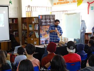 Claudio Rojas Exponiendo sobre lutheria