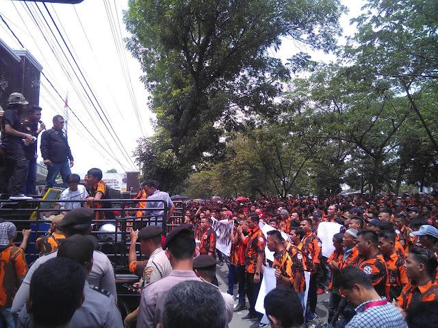Ribuan Massa Pemuda Pancasila Gelar Aksi Damai di Kejati Sumut