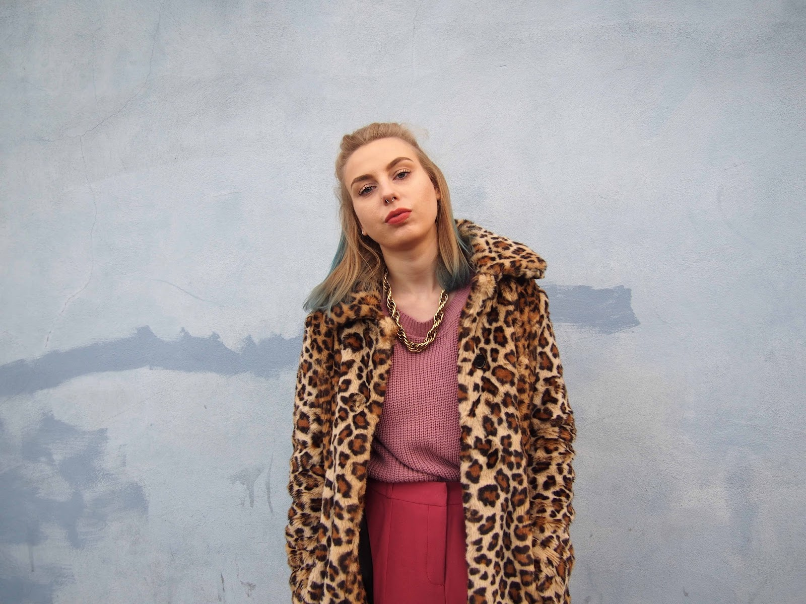 dusty pink outfit, leopard faux fur coat, autumn winter colourful ootd, pastel grunge, 90's grunge style, pink cigarette trousers, oversized pink jumper, all white converse, fishnets under trousers