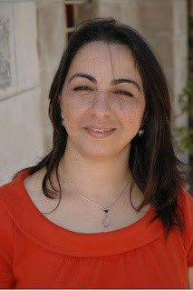 الفنانة التشكيلية رنا بشارة