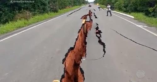 Rodovia que liga Manaus (AM) a Porto Velho (RO) tem rachaduras na pista