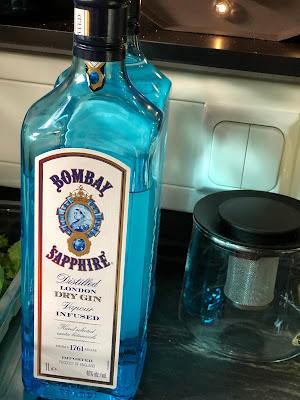 Bombay Saphire Gin, Horsebox-Bar, Bayern, pop-up Bar, mobile Bar, Deutschland, Gin-Bar, Bar im Pferdehänger, Garmisch-Partenkirchen, Hochzeit, Events, Geburtstag, Feiern, Party-Bar, Bar mieten, Gin Tonic, Garmisch-Partenkirchen, Murnau, München, Bar im Pferdeanhänger