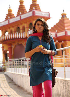 Hansika Motwani Looks super cute in movie Mande Suryudu 008.jpg
