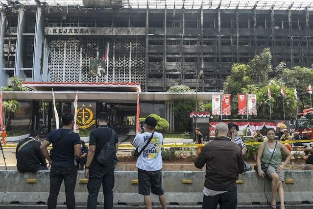 Penemuan Barang Bukti dan 131 Saksi Terbakarnya Gedung Kejagung.