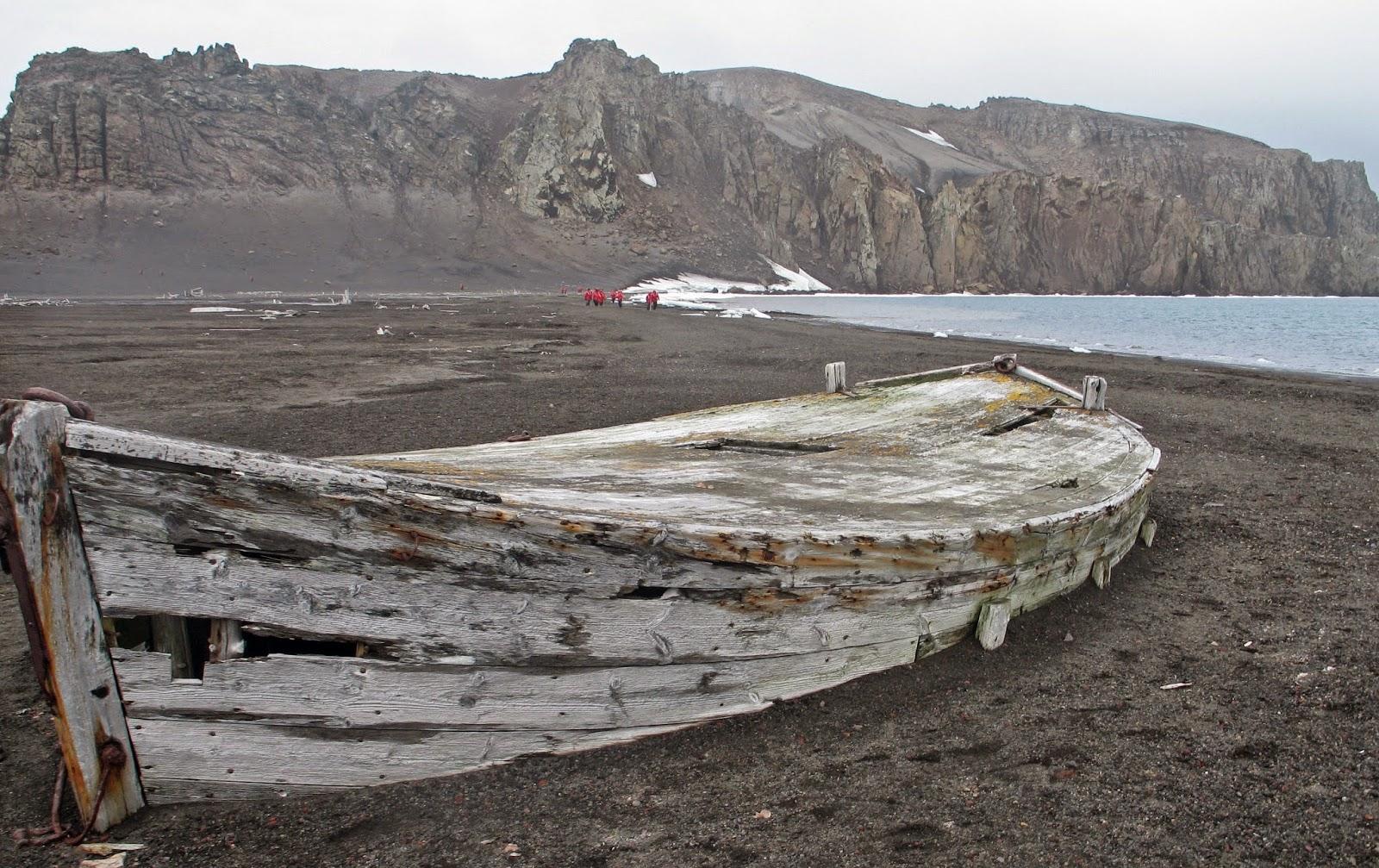 Débarquement à Whalers Bay, ancienne ville des baleiniers