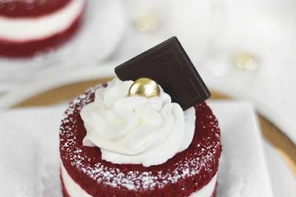 The Crazy Red Velvet Mini Cake #redvelvet #dessert #sweet #minicake #easycake #easydessert #crazycake #whole30 #ketodessert