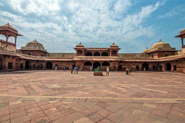 Jodha Bai's Palace courtyard