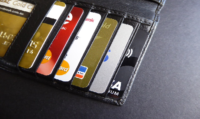 Samsung Money: An imitation of Apple's debit card?