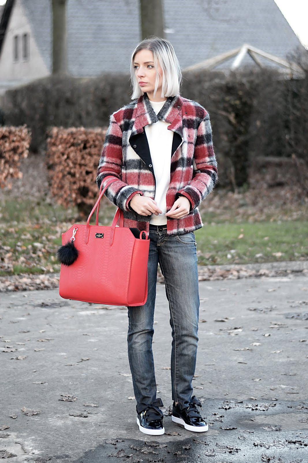 Tartan, red, jacket, cut off jeans, zara, puma hear basket, sneakers, patent, bow, black