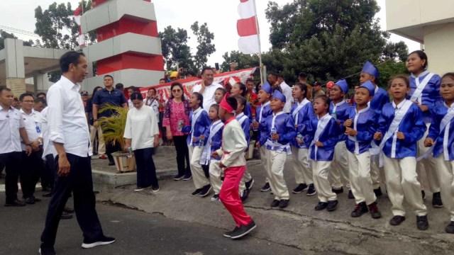 Aksi Bocah Paduan Suara di Sulut, Tetap Nyanyi dan Tak Merespon Pertanyaan Jokowi