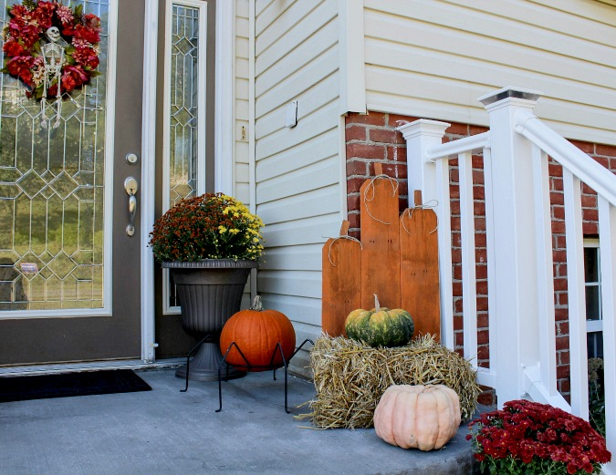How to make a pumpkin patch from salvaged fence posts