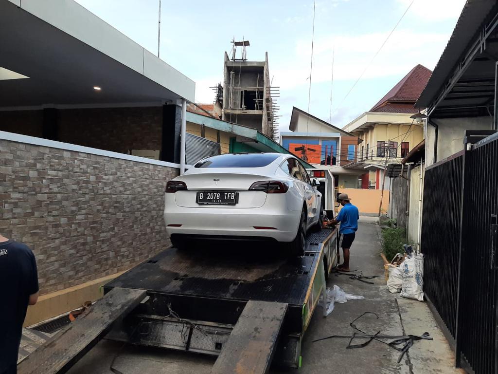 Pengiriman Mobil Mewah