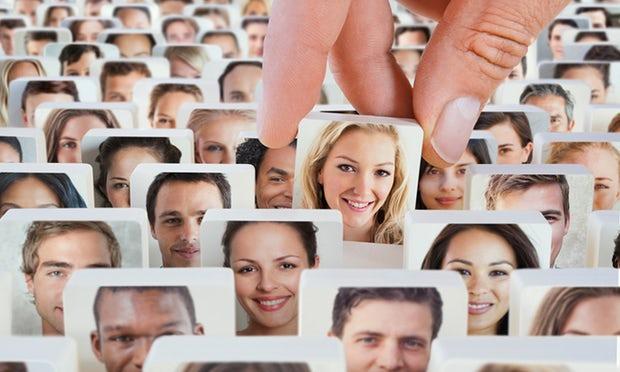 كيف يتعرف الدّماغ على أوجه الناس