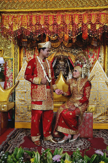 Pernikahan rias pengantin adat minang padang sumatra