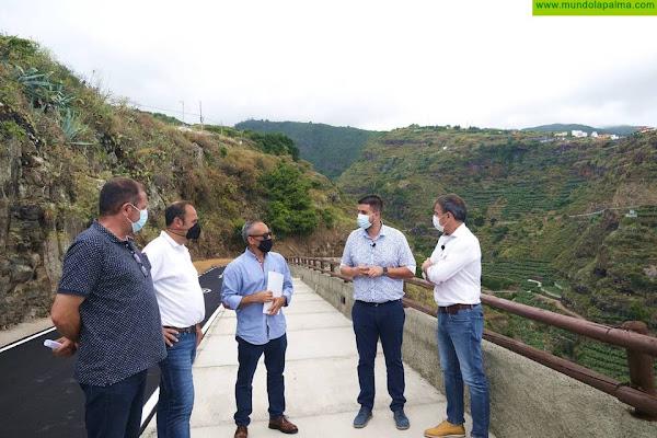 El Cabildo concluye la mejora del acceso a Los Tilos y el paseo peatonal que bordea el Barranco del Agua