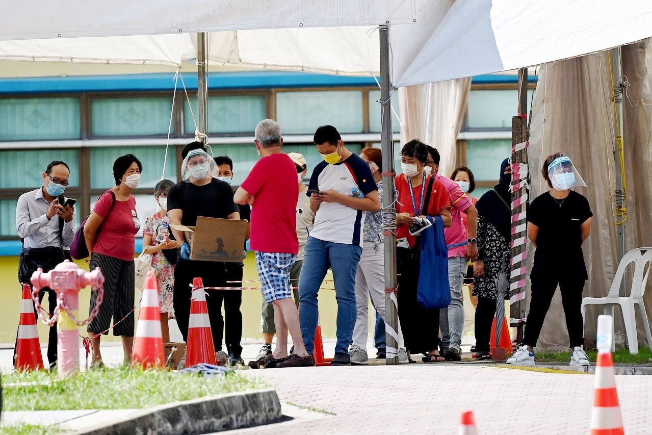 A long queue at the screening centre at the former Coral Primary School, on 03 May 2021.
