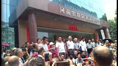 河南省民代幼教师1000多人再次到省信访局上访(图)