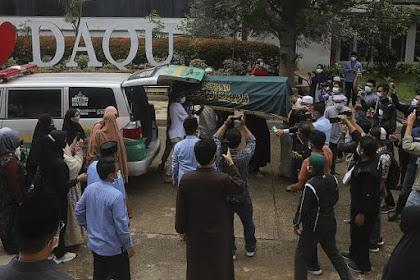 Beginilah Potret Proses Pemakaman Ustadz Maaher At-Thuwailibi