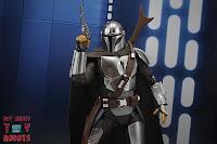 S.H. Figuarts The Mandalorian (Beskar Armor) 37