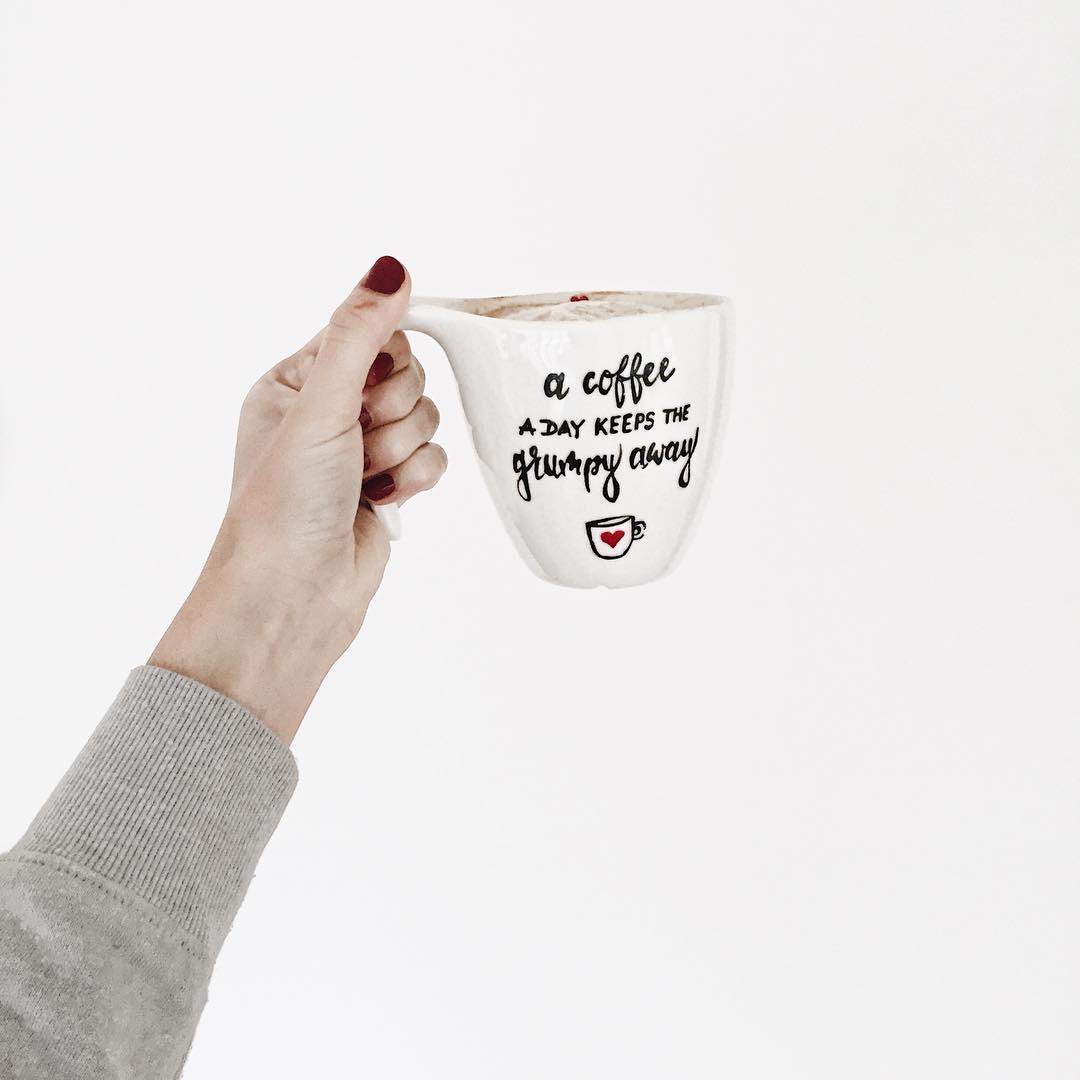 blog podróżniczy, blog lifestyle, życiowe osiągnięcia, podsumowanie urodzinowe, mygge design, ręcznie malowane kubki, ręcznie malowany kubek, a coffee a day keeps the grumpy away