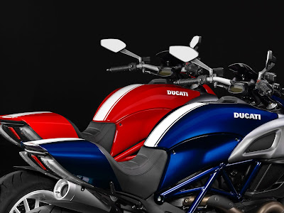 Ducati Diavel Titanium two color image