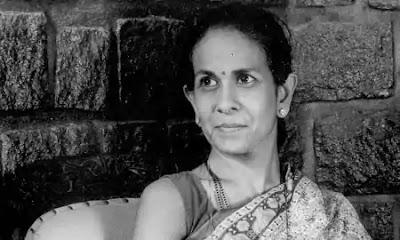 Shashi Deshpande is the second daughter of the famous Kannada dramatist in Karnataka and Sanskrit Scholar Shriranga.
