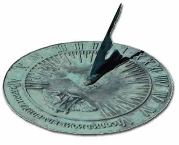 a755f19b3fa Tem o relógio de Água. Também chamado de clepsidra. A mais antiga foi  encontrada em Karnak