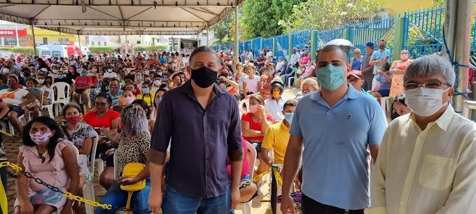 Presidente do ITERMA Jr Verde, entrega dezenas de títulos a produtores rurais de Buriticupu-MA