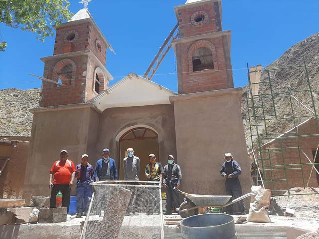 Foto: Die im Bau befindliche Front der Kapelle