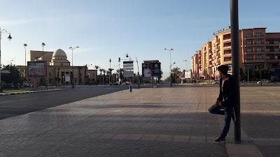 hamza rizki in marrakech giliz- صورة أمام المسرح الملكي مراكش