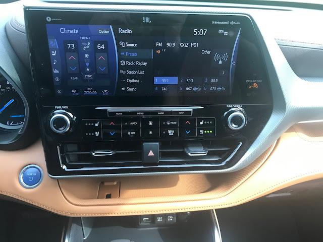 Infotainment and HVAC in 2020 Toyota Highlander Hybrid Platinum AWD