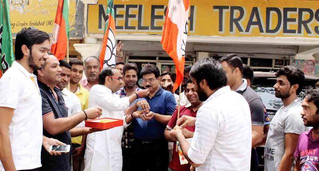 BJP's Chief Ministerial candidate in Karnataka, Yeddyurappa sworn in, Laddu in Faridabad